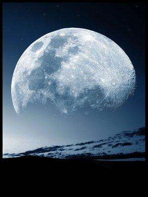 northern_lights_moon.jpg