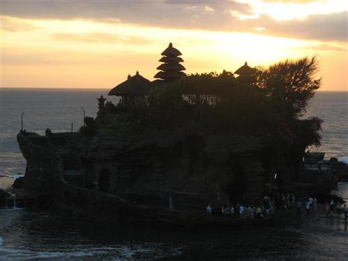 tanah-lot-anocheciendo1-custom.jpg