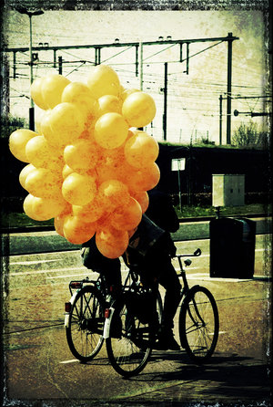 balloons_on_a_bike_by_tantesjaan