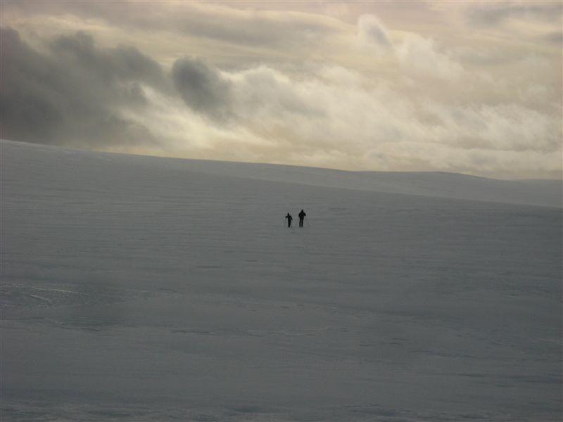esquiadores-en-la-nieve